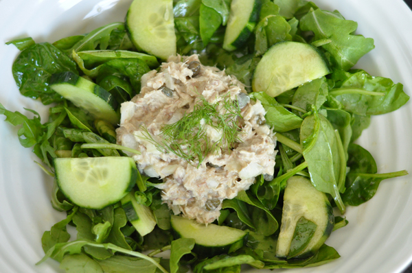 Tuna and Cannellini Bean Hummus Salad